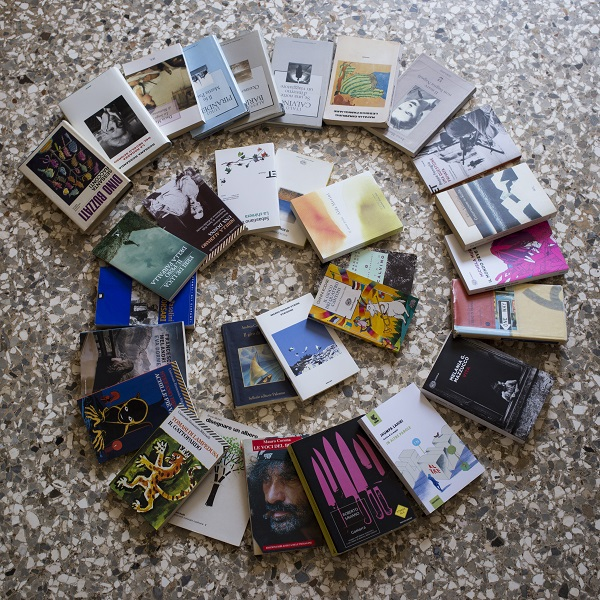 Lists of Italian books. Italian books on the floor